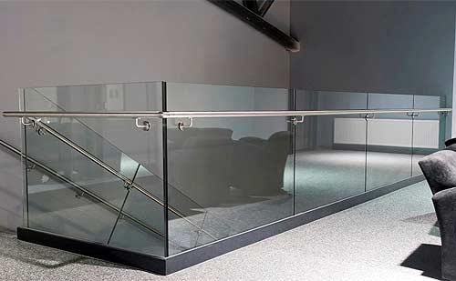 stikla-margas