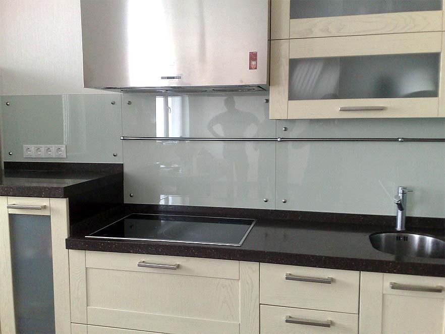 Virtuves paneļi no caurspīdīga stikla