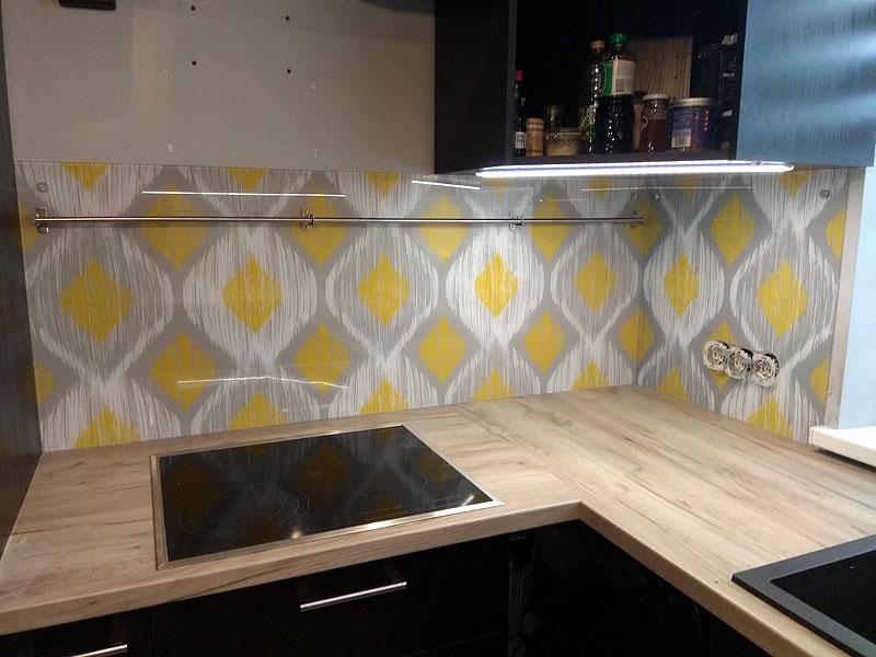 Virtuves panelis ar rakstu