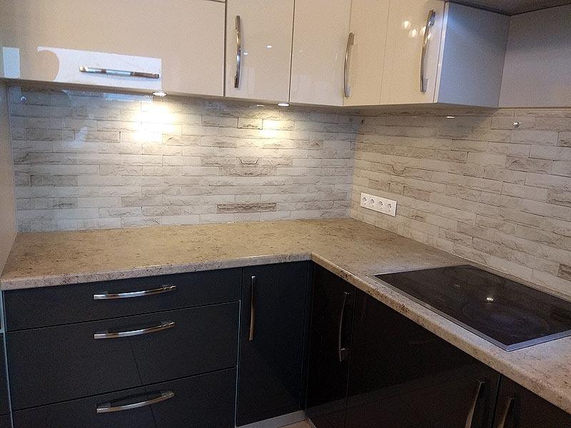 """Кухонная панель в """"кирпичном"""" дизайне"""