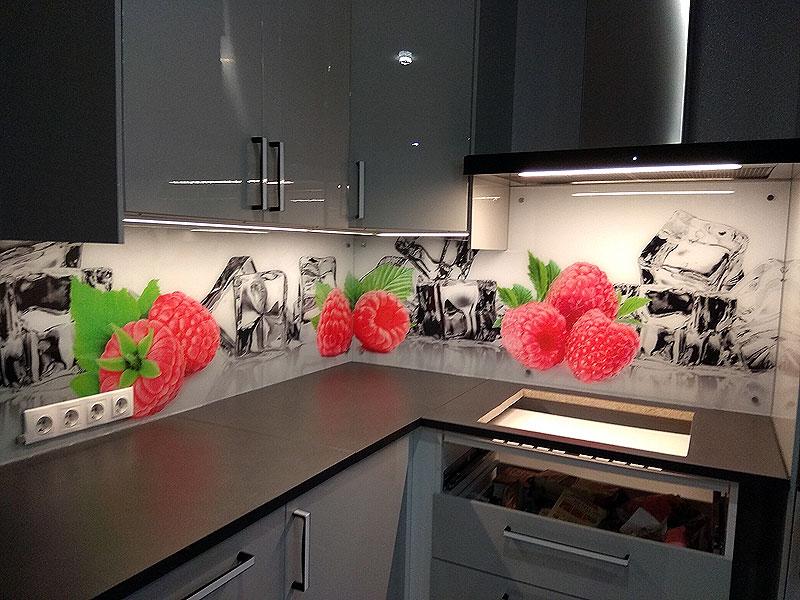 Сочная ягодная кухонная панель