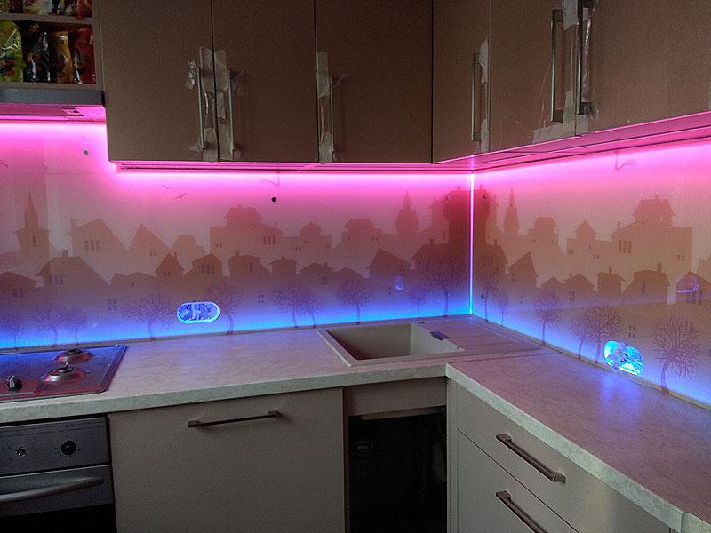 Кухонная панель с RGB подсветкой