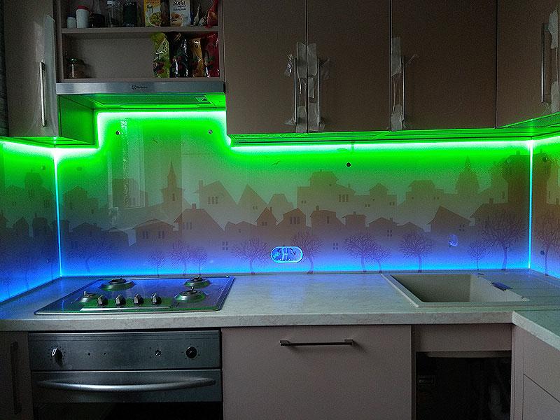 Virtuves panelis ar RGB apgaismojumu