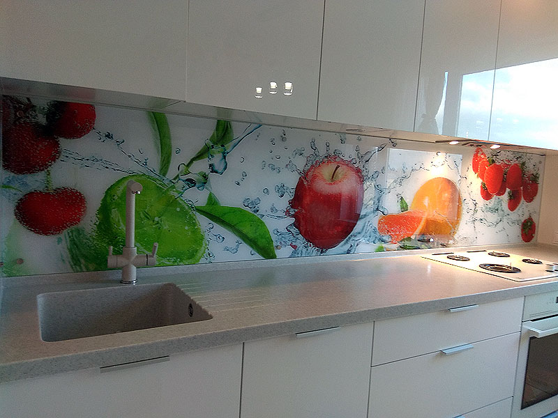 Spilgts virtuves panelis
