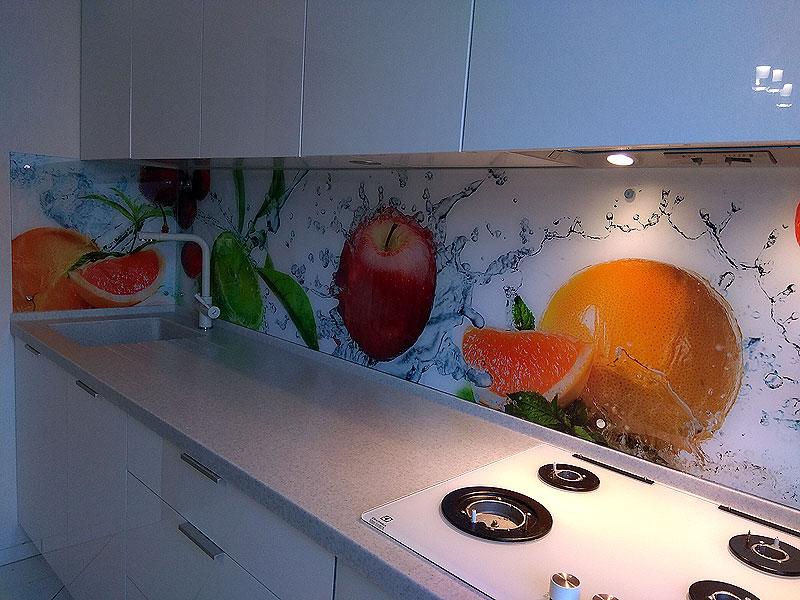 Яркая кухонная панель