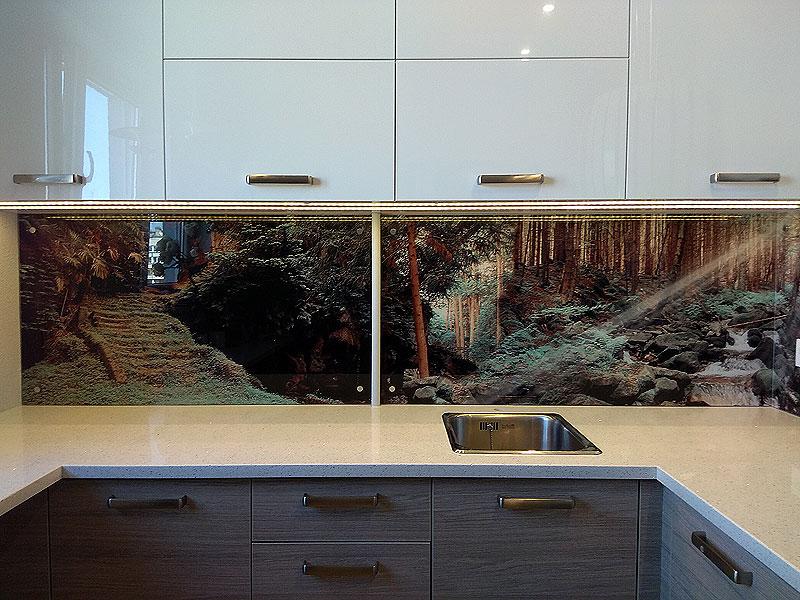 Gaismas stari mežā (virtuves panelis)